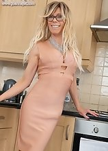 Joanna Jet - MILF in tight Dress